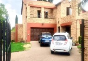 Sundowner, Gauteng 2161, 5 Bedrooms Bedrooms, ,3 BathroomsBathrooms,Apartment,Rented Properties,1004